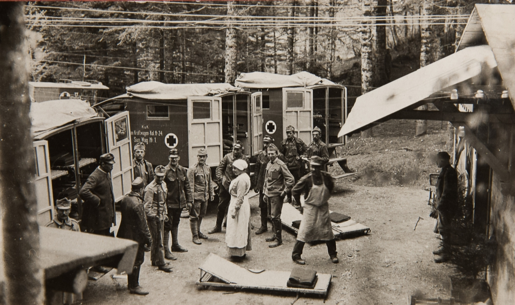 Sanitätswagen (Foto von Kriegsfotograf Georg Angerer)